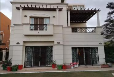 Villa 400 meters in Belle Vie