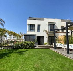 With an area of 660 meters, a villa in Villette Compound