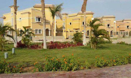 فيلات بحديقة في كمبوند الشروق سبرنجز بمدينة الشروق